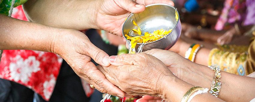 Songkran Thailaendisches Neujahr
