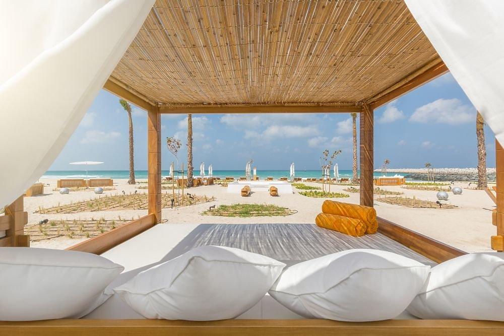 Nikki beach resort spa dubai dubai jetzt g nstig for Design strandhotels