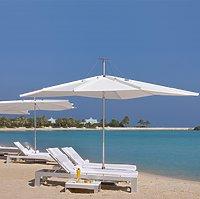 Lagune und Strand des The Ritz-Carlton