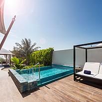 Alle Villen des Ritz-Carlton mit privatem Pool