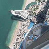 Blick aus dem Tower auf den Strand - Jumeirah at Etihad Towers
