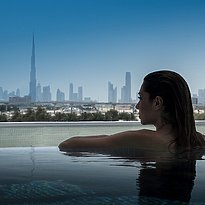 Blick vom Pool in Richtung Skyline - InterContinental Festival City