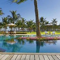 Deluxe Lagoon Access Pool - Al Bustan Palace, A Ritz-Carlton Hotel