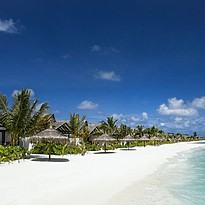 Earth Villas vom Strand aus - OZEN at Maadhoo