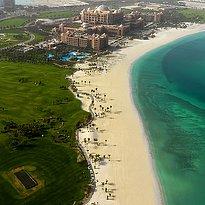 Emirates Palace Aussenansicht aus der Vogelperspektive