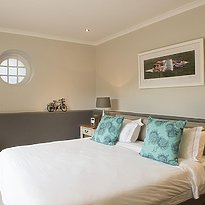 Four Rosmead- Deluxe Room