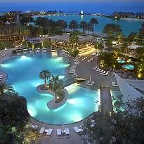 Hauptpool am Abend - The Ritz-Carlton, Bahrain