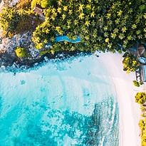 Hauptpool aus der Vogelperspektive - North Island Resort