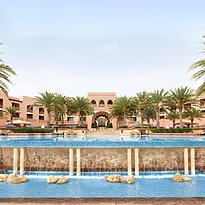 Infinity Pool - Shangri-La Al Husn Resort & Spa
