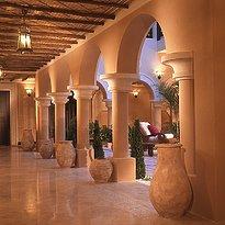 Innenhof - Sharq Village & Spa, A Ritz-Carlton Hotel
