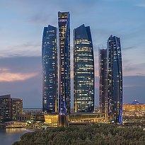 Aussenansicht Jumeirah at Etihad Towers mit dem Emirates Palace im Hintergrund