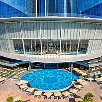 Lobby und Pools