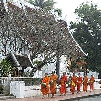 Luang Prabang - Mönche am Morgen