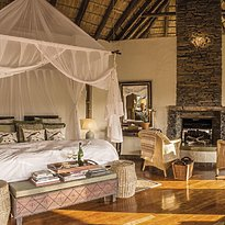 Luxury Room - Tuningi Safari Lodge