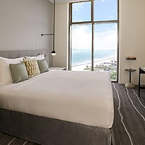 One Bedroom Suite Palm Sea View - Schlafbereich