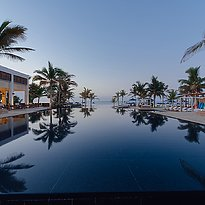 Pool des Al Baleed Resort Salalah by Anantara