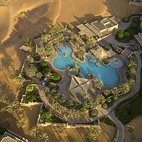 Pool des Qasr Al Sarab Desert Resort
