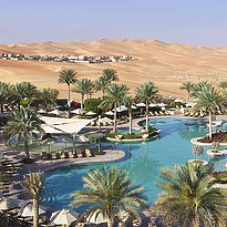 Pool des Qasr Al Sarab Desert Resort by Anantara