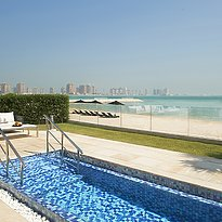 Privater Cabana am Strand (gegen Gebühr) - The St. Regis Doha