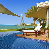 Privatpool der Villa - The Ritz-Carlton, Bahrain Villas
