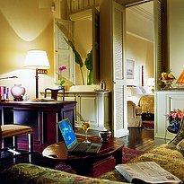 Raffles Hotel - Courtyard Suite Wohnzimmer