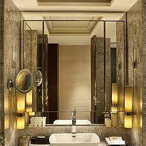 Siam Kempinski Hotel - Deluxe Zimmer - Badezimmer