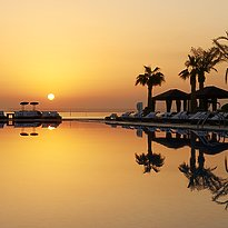 Swimmingpool - The St. Regis Doha