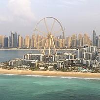 Vorne links das Resort, Mitte Cove Bay Beachclub und rechts Palace