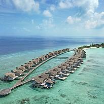 Wasservillen aus der Vogelperspektive - Fairmont Maldives Sirru Fen Fushi