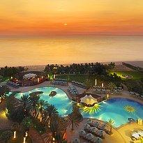Sonnenuntergang beim Le Meridien Al Aqah Beach Resort