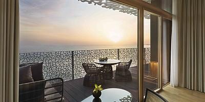 Balkon des Premium Ocean Room - Bulgari Resort Dubai