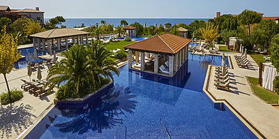 Pool - The Romanos, a Luxury Collection Resort