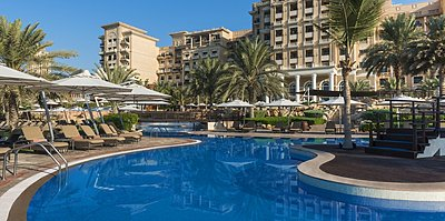 Poolbereich - The Westin Mina Seyahi Beach Resort & Marina