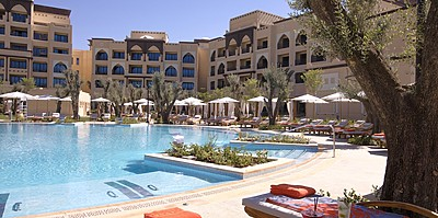 Swimmingpool des Saadiyat Rotana Resort & Villas