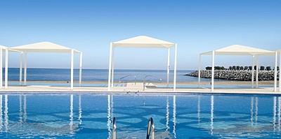 Pool- und Strandbereich - Millennium Resort Mussanah