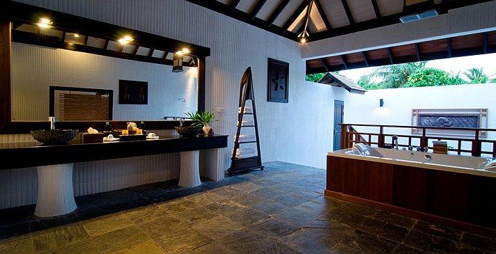 Family Villa mit Pool - Badezimmer - Hideaway Beach Resort & Spa