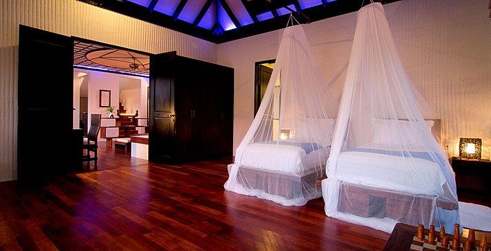 Two Bedroom Family Villa mit Pool - zweites Schlafzimmer - Hideaway Beach Resort & Spa