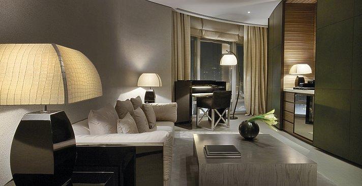 Armani Fountain Suite Wohnzimmer - Armani Hotel Dubai