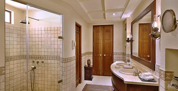 Badezimmer Bedouin Suite - Al Maha Desert Resort & Spa