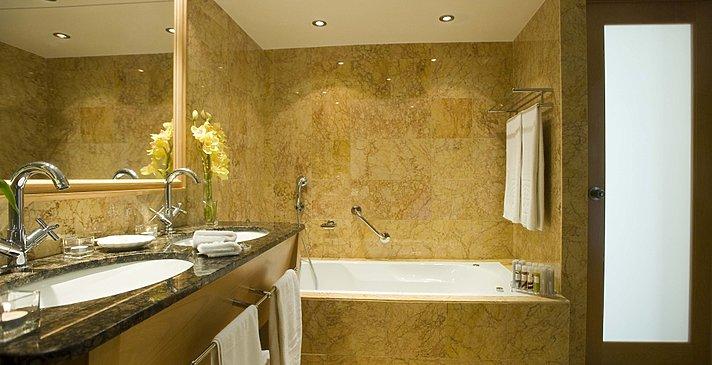 Badezimmer - Constantinou Bros Asimina Suites Hotel
