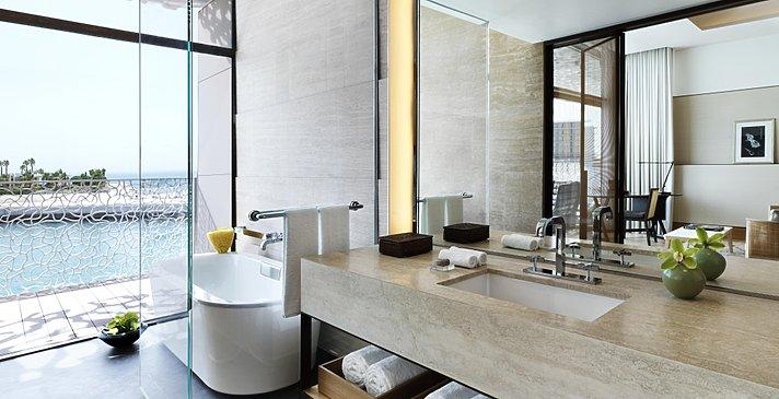 Badezimmer des Deluxe Room - Bulgari Resort Dubai