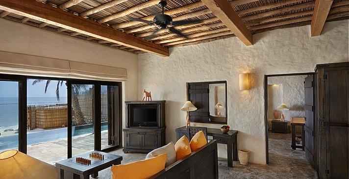 Beachfront Pool Villa Suite Wohnzimmer - Six Senses Zighy Bay