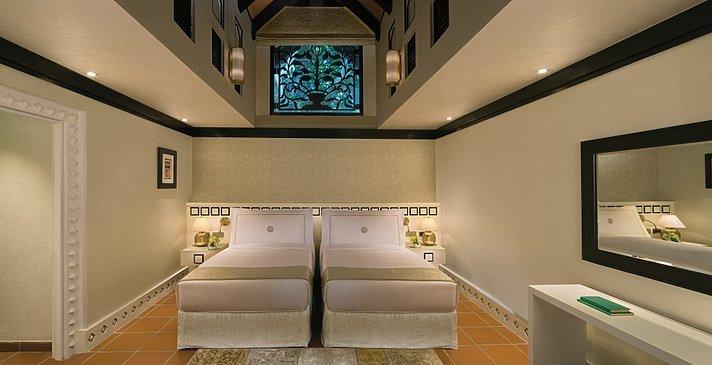 Zweites Schlafzimmer der Two Bedroom Villa - Beit Al Bahar Villas