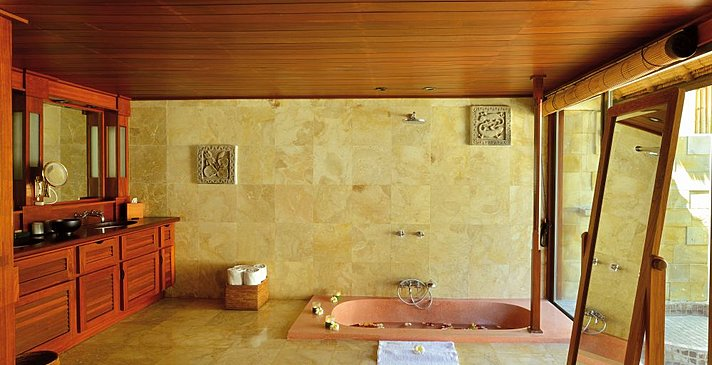 Belmond Jimbaran - Garden View Cottage Suite Badezimmer