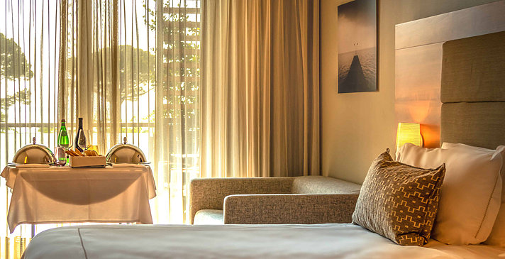 Confort Zimmer mit Seeblick - Hotel Corte Valier