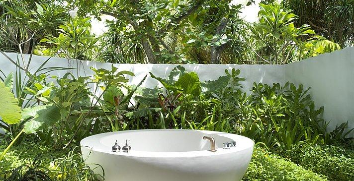 Deluxe Beach Sunrise Villa Badewanne - Fairmont Maldives Sirru Fen Fushi