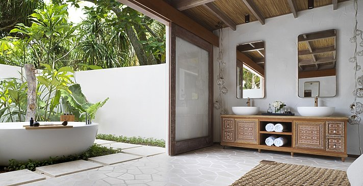 Deluxe Beach Sunrise Villa Badezimmer - Fairmont Maldives Sirru Fen Fushi