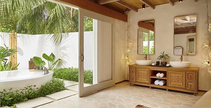 Deluxe Beach Sunset Villa Badezimmer - Fairmont Maldives Sirru Fen Fushi