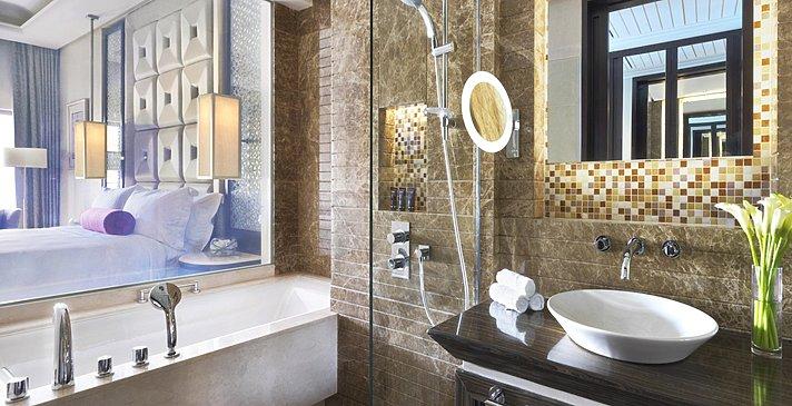 Deluxe Pool / Lagoon Access Badezimmer - Al Bustan Palace, A Ritz-Carlton Hotel