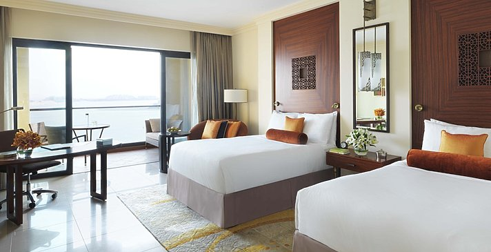 Deluxe Grand Family / Palm Sea View Room (Queen)